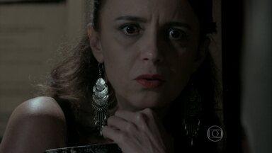 Lorraine escuta discussão entre Zé Pedro e Silviano - Ela descobre que o filho de Zé Alfredo é Fabrício Melgaço
