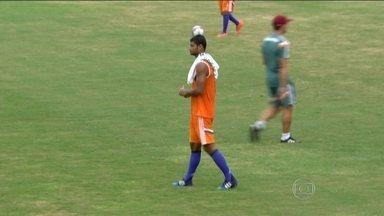 Gum se recupera da cirurgia, mas fica no banco para o jogo contra o Bonsucesso - Com a equipe leve e descontraída, Cristóvão Borges constrói a confiança na equipe tricolor carioca.