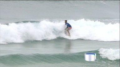 Filipe Toledo conquista etapa de Gold Coast - Com outra atuação de gala, Filipinho, caçula do circuito Mundial de Surfe, bate Julian Wilson e coroa com 1º título uma etapa onde deu espetáculo em todas as baterias.