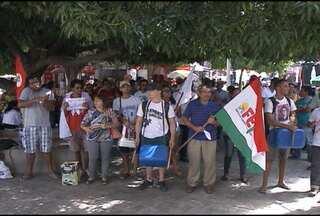 Estão sendo realizadas hoje, em várias partes do país, manifestações populares - Aqui em Petrolina, representantes de sindicatos de trabalhadores e da educação, realizaram uma caminhada no centro da cidade