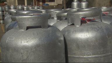 Em Pernambuco, gás de cozinha terá aumento de 12% - Sindicato dos Revendedores explicou que o reajuste foi necessário porque houve aumento também de