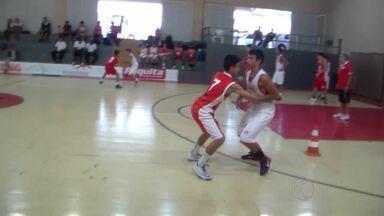 Jovens de Juiz de Fora estão entre os melhores no basquete de Minas Gerais - Heitor e Vitor estão entre os 15 melhores do estado nas respectivas categorias. Atletas tem 14 anos.