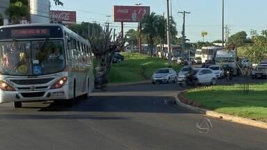 Rotatória e motivo de reclamação em Campo Grande - Motoristas falam do trânsito na junção da avenida Costa e Silva e a avenida Interlagos