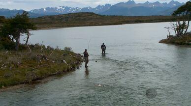Terra da Gente – Lakutaia - Chile - Bloco 03 - Na Ilha Navarino, a reportagem depara com paisagens incríveis e espécies de aves bem adaptadas ao clima frio.
