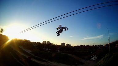 Cláudio é um cearense fascinado por motocross - Focado no esporte e engajado nas manobras mais difíceis da modalidade