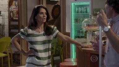 Delma ouve Marcelo falando de Roberta para Lincoln - Mari e Jeff comemoram a permissão para abrir o quiosque na Aquazen