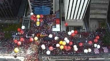 Manifestantes ocupam parte da Avenida Paulista para o Dia Nacional de Luta - A manifestação que reuniu professores estaduais e sindicalistas na Avenida Paulista, chegou no fim da tarde à Praça da República, no centro da capital.