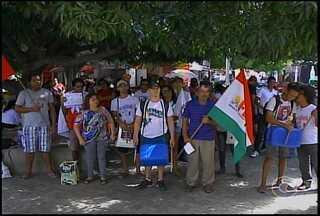 Foram realizadas hoje em todo país diversas manifestações populares - Em Petrolina, representantes de sindicatos de trabalhadores e da educação fizeram uma caminhada no centro da cidade.