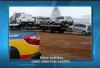 Dez carros são apreendidos por transporte irregular de passageiros - Apreensões foram na LMG-628 e MGC-030, na região Noroeste de Minas. Três motoristas foram autuados por dirigir sem habilitação.