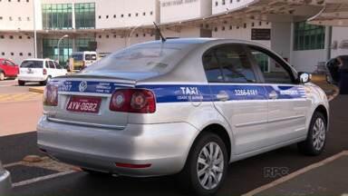 Táxis do aeroporto e da rodoviária de Maringá vão ter faixas coloridas - Taxistas vão ter que usar uniformes