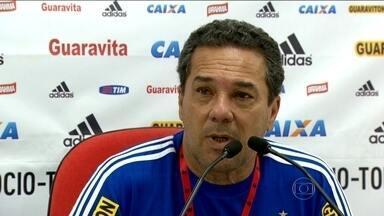 Flamengo enfrenta Tigres e busca vitória para se firmar no G4 - Nixon terá de operar o joelho e ficará afastado por longo tempo.
