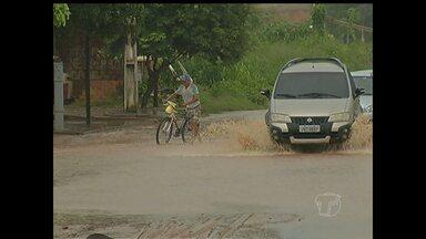 Chuva causa estragos nas ruas de Santarém neste sábado - Chuva forte piorou as condições de infraestrutura em vários locais e atrapalhou o trânsito.
