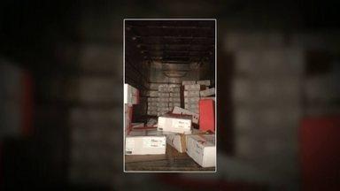 Polícia recupera 12 toneladas de carna roubada, no DF - Uma carreta com carga roubada em Anápolis foi recuperada pela polícia na noite de sexta-feira (13) em uma chácara de Vicente Pires. Os produtos haviam sumido no último dia 10. Havia 12 toneladas de carne, que seriam exportadas para a Arábia Saudita.