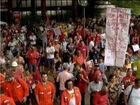 Manifestantes fazem protesto na região metropolitana de Belo Horizonte - Protesto em defesa da Petrobras reuniu manifestantes em várias cidades do País.