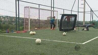No futebol, goleiros vão de heróis a vilões para as torcidas - No futebol, goleiros vão de heróis a vilões para as torcidas