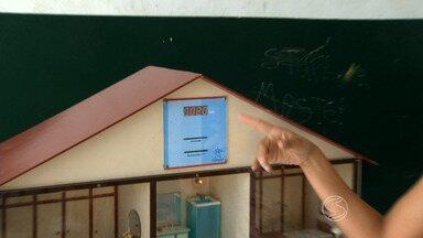 Projeto ensina estudantes de Itatiaia, RJ, a poupar água e energia elétrica - Iniciativa envolve 520 alunos, que participam de várias atividades, dentro e fora da escola.