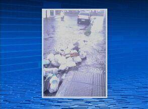 Telespectador flagra lixo na Rua Padre Anchieta, no Bairro Divinópolis - Alguns moradores colocam lixo em horários irregulares.