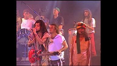 Momento 30 anos - Relembrando o 10° aniversario da axé music com Carlinhos Brown a Banda Acordes Verdes