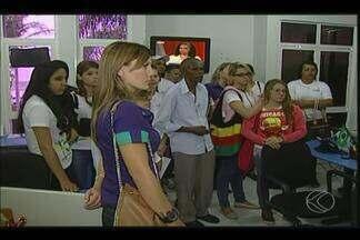 Estudantes do Cebrac de Uberaba visitam redação da TV Integração - Alunos dos cursos de assistente administrativo e informática participaram do programa 'MGTV na Escola' na sexta-feira (14).