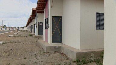 Mais de 500 famílias sofrem sem água no Conjunto Oscar Santos - Mais de 500 famílias sofrem sem água no Conjunto Oscar Santos