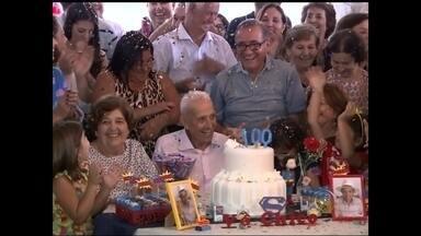 Bauruense completa 100 anos com festa e exemplo - Um morador de Bauru completou 100 anos neste sábado (14). A longa vida foi motivo de festa. Mais de 200 pessoas, entre parentes e amigos quiseram ficar perto do centenário, pra respirar um pouco de longevidade.