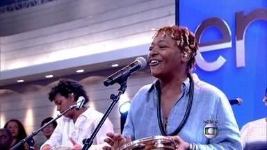 Mart'nália abre o programa com 'Canta Canta, Minha Gente' - Música fez grande sucesso na voz de seu pai, Martinho da Vila