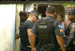 Pelo menos dez pessoas sao detidas, além de dogas e dinheiro na Opração Ísis em Campos - Operação é contra o tráfico de drogas na cidade.
