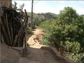 Calendário: São antigos os problemas no Bairro Santa Cruz em Fabriciano - Moradores reclamam que o acesso é complicado devido aos buracos da via.