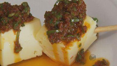 Aprenda uma receita de queijo canastra com molho de tomate seco - Aprenda uma receita de queijo canastra com molho de tomate seco