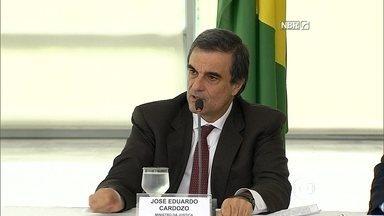 Ministros dizem que governo vai apresentar medidas de combate à corrupção - Dilma Rousseff se reuniu, nesta segunda-feira (16), com o vice-presidente Michel Temer e nove ministros.