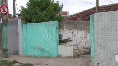 Adolescente é assassinado com um tiro na cabeça na Vila Popular, em Olinda - Esse foi o terceiro assassinato no bairro em três dias.