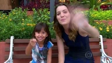 Fantasminha de Alto Astral, Nathália Costa mostra brincadeira de Bella - Ao lado de Nathalia Dill, atriz se prepara para pique-esconde do além