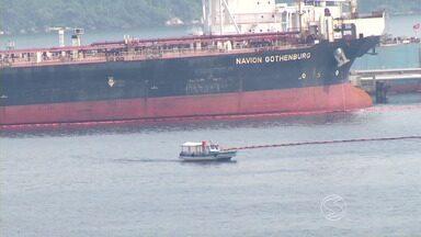 Óleo vaza de terminal da Transpetro no mar de Angra dos Reis, RJ - Acidente ambiental aconteceu durante operação de descarregamento; Instituto Estadual do Ambiente (Inea) foi acionado.