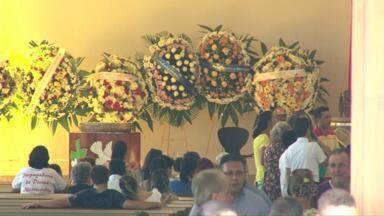 Fiéis de Umuarama lamentam a morte do padre Orlando - O pároco da paróquia São Paulo Apóstolo morreu nesta segunda-feira (16) vítima de um infarto.