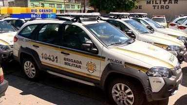 Viaturas da Brigada Miliar estão paradas aguardando agenda do Governador do RS - José Ivo Sartori deve fazer a entrega na Região Sul do estado.
