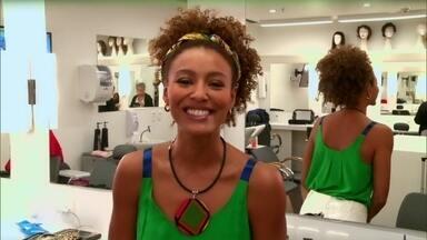 'Foram anos para aprender a lidar bem com meu cabelo', conta Sheron Menezes - Atriz revela segredinhos para ficar ainda mais linda em Babilônia