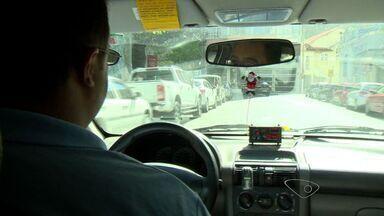 Taxistas reclamam de insegurança na Grande Vitória - Média é de dois assaltos por dia, diz sindicato. Taxistas pedem mais fiscalização da polícia.