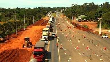 Instalação de cobertura de praça de pedágio causa congestionamento em Goiás - Pedágio na BR-153 começa a funcionar em pouco mais de dois meses.