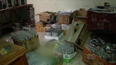 Polícia apreende mais de 10 mil CDs e DVDs piratas em Goiânia - Operação foi organizada pela Delegacia do Consumidor.