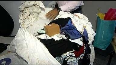 Diarista é presa suspeita de furtar R$ 11 mil em produtos dos patrões em Caldas Novas - Polícia investiga se mulher tinha comparsas e quem comprava os pertences. Após patroa desconfiar, ela foi presa ao chegar para trabalhar.