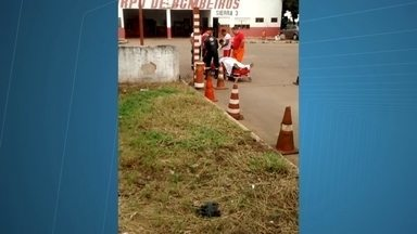 Homem e mulher são baleados durante assalto dentro de ônibus na BR 060 - Vinte e cinco passageiros seguiam do DF para Santo Antônio do Descoberto. Quem faz o trajeto conta que os assaltos são frequentes.
