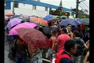 Greve dos professores da rede estadual começou com protestos pelas ruas de Belém - Muitas escolas estavam fechadas em Belém.