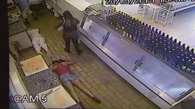 Polícia divulga imagens de assalto a açougue em Ribeirão Preto - Duas pessoas foram presas e outras duas não foram encontradas.
