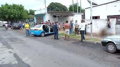 População apreende adolescentes suspeitos de por furto de celular em Corumbá (MS) - Os moradores vigiaram os jovens em quanto esperavam pela polícia. Fotos do momento foram enviados pelo aplicativo Bem na Hora