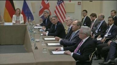 Negociações entre Irã e seis potências sobre programa nuclear entram na reta final - Uma plenária em Lausanne, na Suíça, discute o assunto. O prazo para se fechar um acordo inicial termina nesta terça-feira (31).