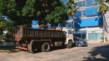 PF apreende quase 100kg de pasta-base de cocaína escondidos em pneus - Caminhão que trazia o entorpecente foi flagrado no município de Barreiros; cão farejador ajudou policiais.