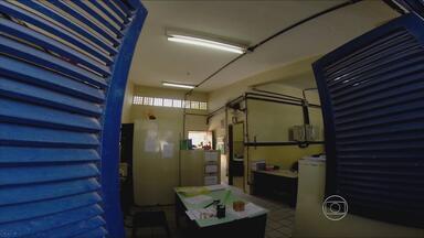 Falta de professores obriga alunos a saírem mais cedo em escola de Paulista, PE - Farda e material atrasados e infraestrutura precária são outros problemas. Escola Manoel Gonçalves da Silva fica em Maranguape I.