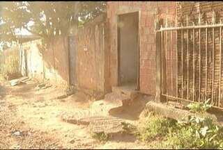Calendário: Moradores da Vila Mauricéia reclamam da falta de pavimentação e coleta de lixo - Eles moram debaixo de uma torre de alta tensão e cobram por obra da Prefeitura.