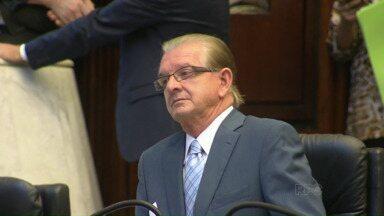 Ministério Público entraga a Assembleia Legislativa denúncia contra Nelson Justus - Ele é acusado de comandar esquema que se apropriava de salários de funcionários fantasmas.