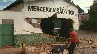 Acidente com caminhão destrói comércio em Patrocínio Paulista - Moradores dizem que a via de acesso à cidade é perigosa.
